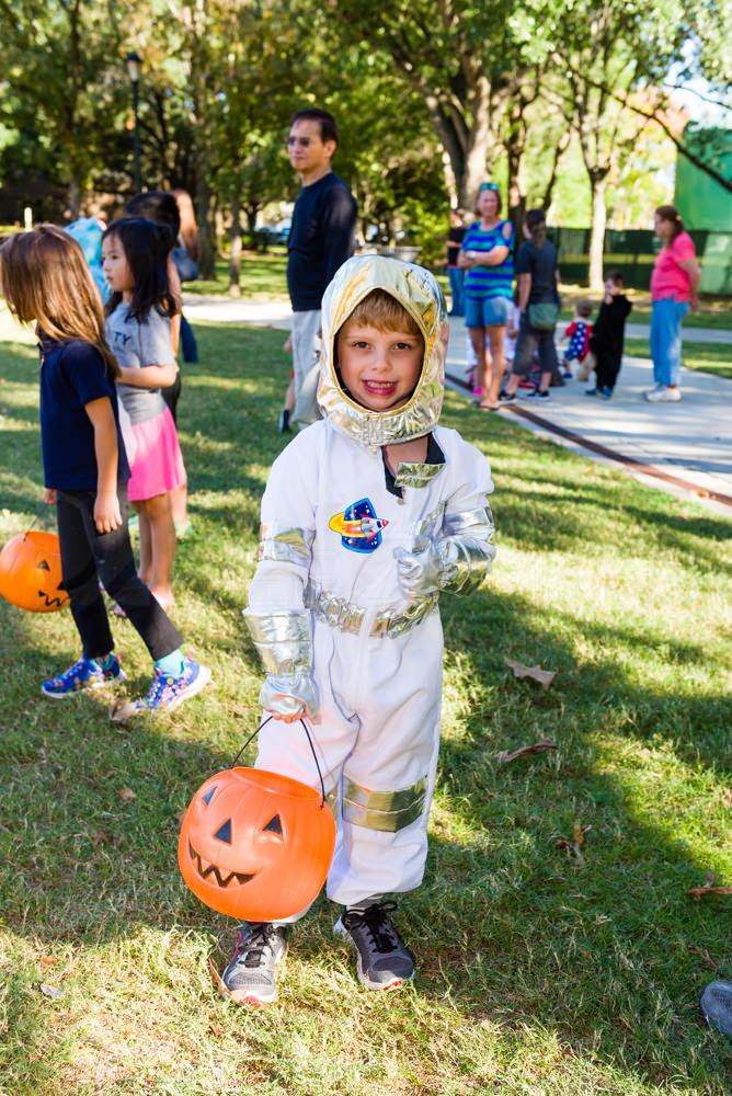 Bellaire-PumpkinHunt-20171026-001.NEF  Houston Editorial Photographer Dee Zunker