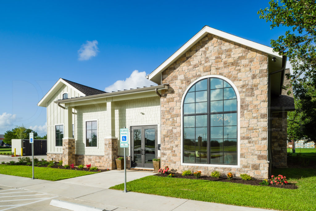 Front of Lake Jackson Orthodontics  LakeJacksonOthrodontics-Professional-Photography-003.NEF  Houston Commercial Photographer Dee Zunker
