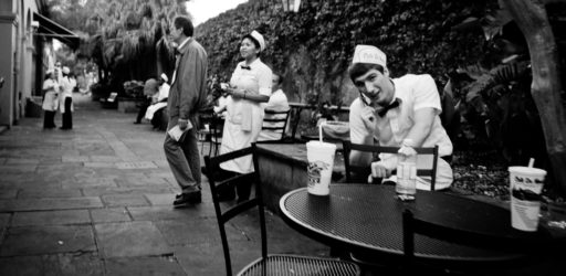 New Orleans Street Photography – Behind the Cafe Du Monde
